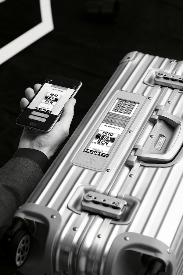 RIMOWA Luggages_Electronic_Tag_Topas_Smartphone