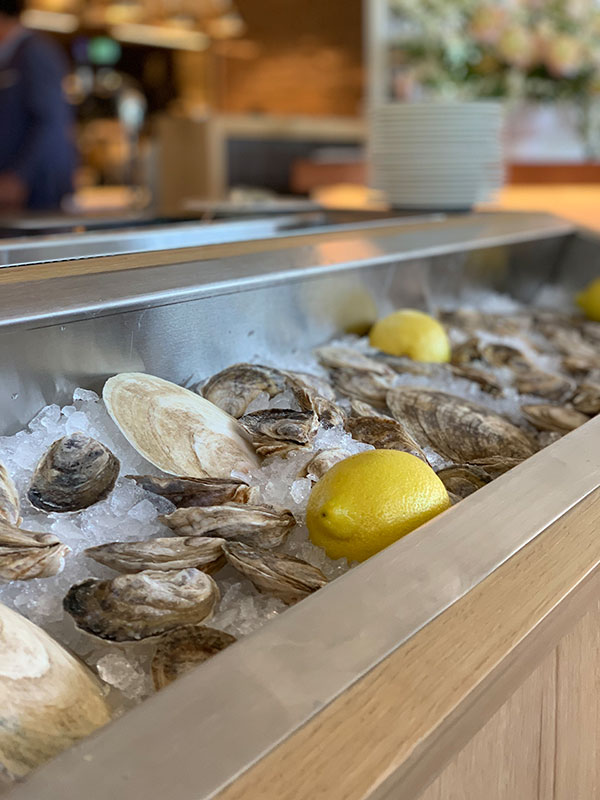 The Four Seasons Hotel Montreal - Oysters Bars