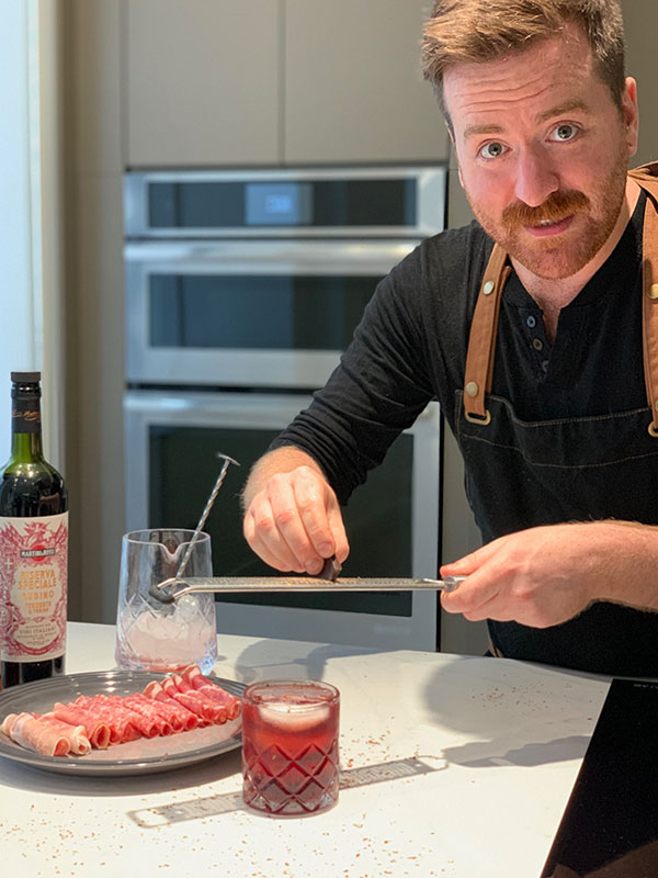 Jérôme Laflamme putting final touch to his cocktail Photo: Normand Boulanger   RDPMAG